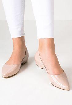 1a6e8ef4a3a Toutes les Chaussures Femme à 50 ans que vous allez adorer ! Chausseurs  Beige Pour Femme à 50 ans