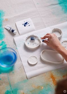 DIY clay bowls: easy to make and fun to give - Think.Make.Share. Sculpey Clay, Diy Fimo, Diy Clay, Diy With Clay, Clay Art Projects, Polymer Clay Projects, Diy Projects, Diy Air Dry Clay, Air Drying Clay