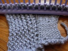 Loom knitting: the difference between the twisted stockinette stitch (left, e-wrap and flip over) and the regular stockinette stitch (right, knit stitch/flip over).