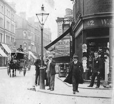 Fulham Road, at the junction with Drayton Gardens Fifty years or so before this scene would be fields, market gardens and cottages in the hinterland between Kensington and Chelsea. Victorian London, Vintage London, Old London, West London, Victorian Street, South London, Kensington And Chelsea, Chelsea London, London History