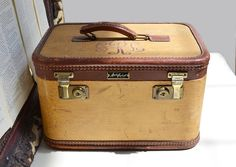 Chests & Trunks Beautiful Old Suitcase Travel Cases Iconic Retro Design Vintage