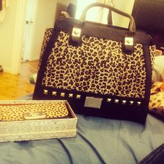 Kardashian Kollection Bag♥♥ Kardashian Beauty, Kardashian Style, Leopard Prints, Cheetah Print, Best Handbags, Purses And Handbags, Backpack Purse, Purse Wallet, Handbag Accessories