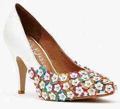 Jarmin Flower Studded Pump How cute are these? Fun!