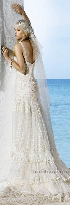 En Riomar fotógrafos nos gusta este bonito vestido de novia estilo Ibicenco. http://riomarfotografosdeboda.com