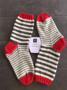 2019 The post 2019 appeared first on Blanket Diy. Diy Knitting Socks, Knitting Yarn, Baby Knitting, Knitted Slippers, Wool Socks, Knitted Blankets, Knitted Hats, Lots Of Socks, Crochet Blanket Edging
