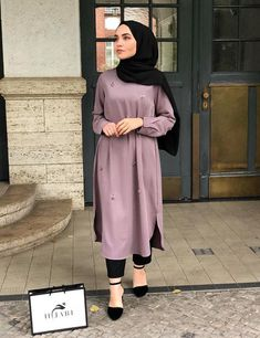 Discover recipes, home ideas, style inspiration and other ideas to try. Modern Hijab Fashion, Street Hijab Fashion, Islamic Fashion, Abaya Fashion, Muslim Fashion, Fashion Outfits, Casual Hijab Outfit, Hijab Chic, Hijab Evening Dress