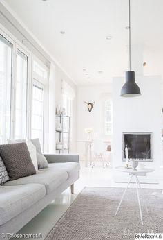 olohuone,olohuoneen sisustus Scandinavian Home, Home Furniture, House Design, Couch, Inspiration, Living Rooms, Decorating Ideas, Home Decor, Interior Design
