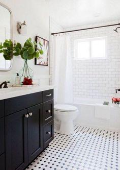 Impermo: salle de bains rétro noir et blanc avec mosaïque Paddington