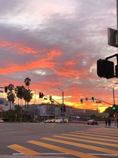 Los Angeles Sunset, Los Angeles California, California Wallpaper, Pretty Pictures, Pretty Pics, Beach Aesthetic, California Love, Morning Pictures, Hollywood Hills