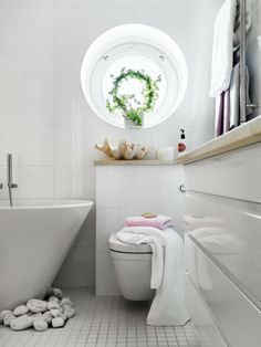 Decorate your bathroom with stones | Home Designs Project