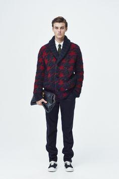 #16 Knit:TOMORROWLAND tricot/¥46,440 Shirt:TOMORROWLAND/¥14,040 Pants:TOMORROWLAND/¥24,840 Tie:TOMORROWLAND/¥12,960 Bag:TOMORROWLAND/¥49,680 Shoes:SPECTUSSHOECO./¥21,060