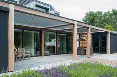 Livium #louvredaken reduceren het daglichtverlies in de woning van een veranda of overkapping. Tevens functioneren ze perfect als zonwering in de zomer terwijl het felle zonlicht mooi getemperd wordt.