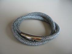 *Echtes Nappaleder Armband mit einer Rochenlederprägung*   Sehr weich und angenehm zu tragen. Geschlossen wird das Armband mit einem Hebeldruckv...