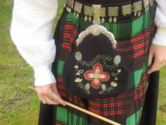 Bunad Purse or pocket trimmed with silver jewelry Sons Of Norway, Norwegian Clothing, European Costumes, Norwegian Wedding, Scottish Clans, Historical Dress, Scandinavian Art, Bridal Crown, Folk Costume