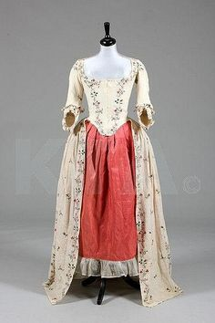 An embroidered lawn robe à l'Anglaise, circa 1770-80, Kerry Taylor Auctions
