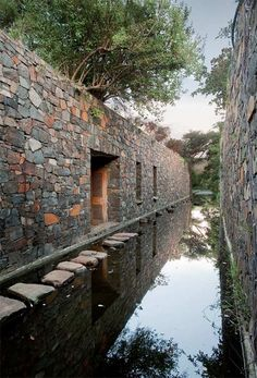 'Pilgrimage for Architect students'. Now derelict Coromandel House close to Lydenburg in South Africa. Designed in the by Italian architect, Marco Zanuso, for wealthy Industrialist, Sydney Press. Landscape Architecture, Interior Architecture, Natural Architecture, Farm Villa, Stone Facade, Pond Water Features, Building Structure, Stone Houses, Architectural Elements
