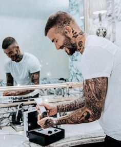 """HOUSE 99 BY DAVID BECKHAM on Instagram: """"Now @davidbeckham, you're not meant to open your gifts until tomorrow 🎄 #HOUSE99 #DavidBeckham #🎅"""" Tatuajes David Beckham, David Beckham Tattoos, David Beckham Haircut, Moda David Beckham, David Beckham Style, Cameron Diaz Short Hair, David Beckam, Hair And Beard Styles, Short Hair Styles"""
