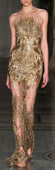 gorgeous detailing on this gold couture gown // Fall 2014 Ready-to-Wear Julien Macdonald Julien Macdonald, Couture Fashion, Runway Fashion, Womens Fashion, London Fashion, Beautiful Gowns, Beautiful Outfits, Amazing Outfits, Gorgeous Dress