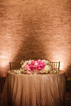 Gorgeous sweetheart table, perfect for a romantic wedding in a rustic venue | Pinned by @eastsix
