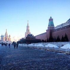 На Красной Площади не был , Москву не видел.Каждый раз меня волнует вопрос допуска граждан к захоронениям. #мск #краснаяплощадь #спасскаябашня #назлобудня #россия #турист #ленинлежит