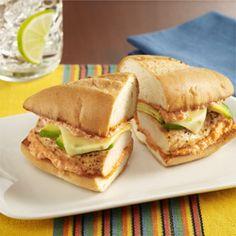 Tortas de Pollo: Receta de sándwich mexicano con aguacate, queso y mayonesa picante