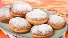 Unser Krapfen-Einmaleins Hamburger, Bread, Food, Chef Recipes, Beignets, Multiplication Tables, Marble Cake, Play Dough, Food Food