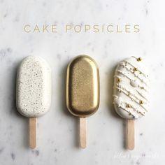 Gold!!! Cakecicles Cute Desserts, Wedding Desserts, Cake Truffles, Cupcake Cookies, Cakepops, Paletas Chocolate, Magnum Paleta, Lolly Cake, Chocolate Covered Treats