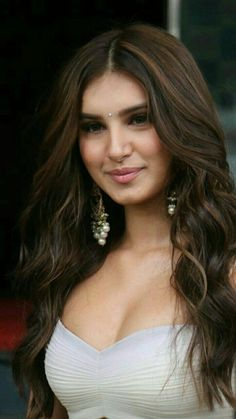 In addition to crowning you with trendy tresses, multiple long layers add substantial volume to your hair making it appear healthy, thick and stylish Beautiful Bollywood Actress, Most Beautiful Indian Actress, Beautiful Actresses, Beauty Full Girl, Beauty Women, Beauty 360, Beauty Flash, Pretty Makeup Looks, Brunette Beauty