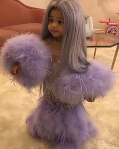 Some social media users are calling out Kylie Jenner for dressing up her baby girl Stormi in a mini version of her 2019 Met Gala look. On Sunday, the Keeping Up Kylie Jenner Instagram, Kendall Jenner Video, Kylie Jenner Baby, Mode Kylie Jenner, Trajes Kylie Jenner, Looks Kylie Jenner, Kylie Jenner Lipstick, Estilo Kylie Jenner, Estilo Kardashian