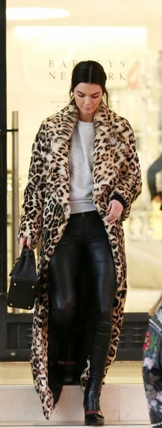 The Best Street Style Inspiration & More Details That Make the Difference kendall jenner streetwear leopard print icon Animal Print Outfits, Animal Print Fashion, Animal Prints, Winter Fashion Outfits, Autumn Winter Fashion, Fashion Coat, Spring Outfits, Style Fashion, Fall Winter
