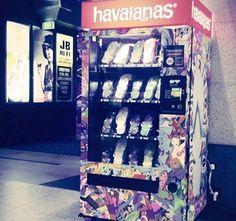 Havaianas Vending Machine...    http://www.etvonweb.be/24690-pressez-21-et-vos-tongues-havaianas-tomberont