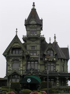 I love creepy old Victorian homes