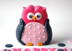 Pink fondant owl topper. This owl fondant is perfect for your baptism, baby shower, christening or 1st birthday celebration. by Les Pop Sweets on Gourmly