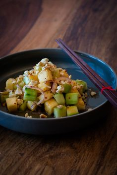 Kerabu Timun Nanas - Malaysischer Ananas Gurken Salat mit gerösteten Erdnüssen, Fischsauce und Limette. Wunderbar sommerlich frisch!