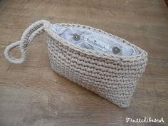 Pouch all'uncinetto - Crochet clutch-bag.