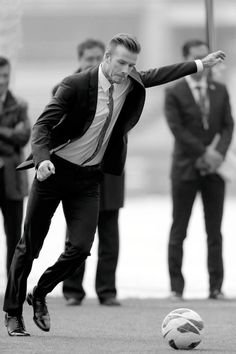 : Photo David Beckham suits up as he visits Beijing Guo'an Football Club at Workers Stadium on Thursday (March in Beijing, China. The soccer star is… Moda David Beckham, David Beckham Style, Sharp Dressed Man, Well Dressed, Fashion Moda, Mens Fashion, Fashion Trends, Look Formal, Hommes Sexy