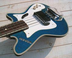 Vintage Electric Guitars, Vintage Guitars, Pedalboard, Bass Guitars, Custom Guitars, Cool Guitar, Playing Guitar, Acoustic, Rock And Roll