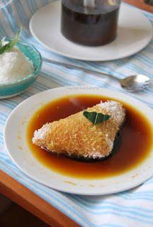 Kue lupis atau lopis adalah salah satu jajanan pasar yang sangat populer didaerah jawa, Indonesia. Kue lupis merupakan kue manis yang di...