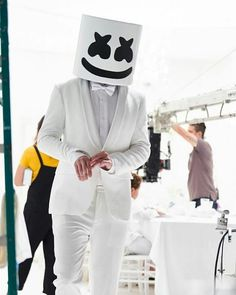A very handsome Mello😏 Marshmello Costume, Dj Marshmello, Dj Music, Music Love, Music Is Life, Iphone Wallpaper Music, Wallpaper Backgrounds, Dj Alan Walker, Itslopez