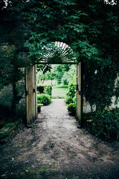 Ommuurde tuin, entree