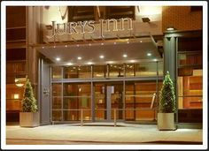 Jury's Inn Southampton is a central location with excellent facilities. Ideal for staying over on your course.