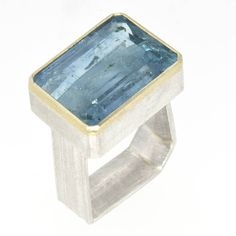 Single stone monolith ring with a big aquamarine, I'll never get tires of making these. And this is particularly nice aqua #classic #amorajoyas #aquamarine #blue #picoftheday #ringoftheday #showmeyourrings #chelsea #gold #schmuck (at Sheffield)
