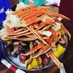 In need of a seafood night @chelly11c @chriscollini @anna.solar @futuremrsdelacruzo #throwbackthursday #travel #travelgram #instagood #florida #destin #ocean #beach #hot #summer #seafoodlovers #crablegs #yummy #cornonthecob #potato @kelibobo130 wanna go back #friendshipgoals