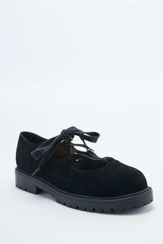 Juli Lace-Up Heavy Sole Shoes in Black