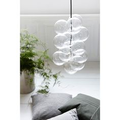 Great Seller and the favorite DIY hanging lamp from House Doctor. A bubbly and cool lamp that is unique in its kind. Twelve glass globes encircling the silver lamp socket when the lamp is lit, the light is reflected nicely by hives. Lamp, Glass Bulbs, Glass Ball Pendant Lighting, House Doctor, Glass Bauble, Diy Glass, Ball Lamps, Diy Lamp, Bubble Lights