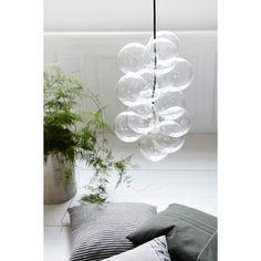DIY pendel fra House Doctor. En boblete og kul lampe som minner om såpebobler, og den kommer ga...