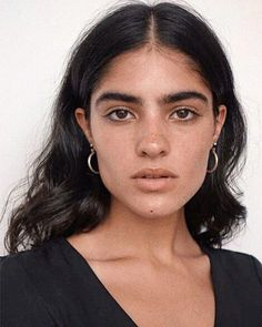 Hello @ casting directors pls hire me & my frizzy hair Portrait Inspiration, Character Inspiration, Natalia Castellar, Pretty People, Beautiful People, Face Drawing Reference, Kreative Portraits, Model Face, Best Beauty Tips