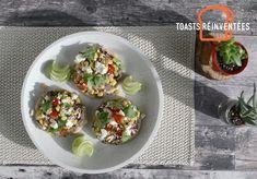 Essayez notre recette de petits pains naan pour le brunch, avec tartinade de haricots noirs, de la salsa maison, du feta et de la coriandre. Naan, Feta, Tacos, Brunch, Veggies, Breakfast, Ethnic Recipes, Black Beans, Dinner Rolls