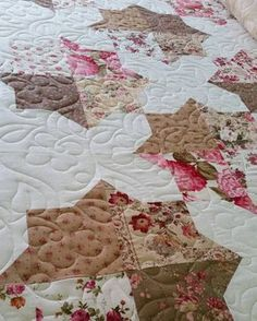 A beautiful spinning plates quilt by Marianne R!