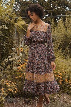 Midi Dress Sale, Floral Midi Dress, Midi Dresses, Floral Dresses, Moda Boho, Thing 1, Ruffle Skirt, The Dress, Floral Prints
